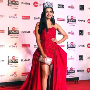 Like Manushi Chillar's Bollywood red carpet look? VOTE!