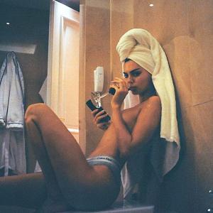 Photos! Is this Kendall Jenner's sexiest bathroom selfie