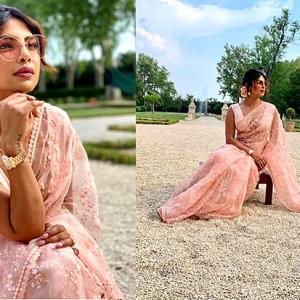 Uff! Desi girl Priyanka's hot sari avatar