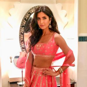 Desi girl! Katrina flashes toned abs in a pink lehenga