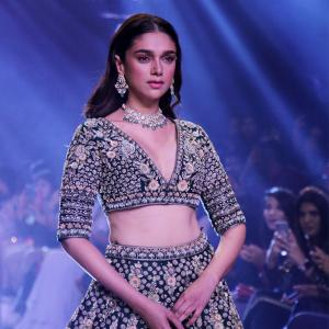 Try not to drool! Aditi bares curves on the ramp