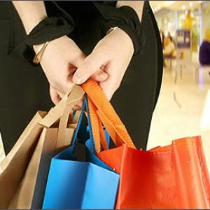 Consumer confidence hits a low over job fears
