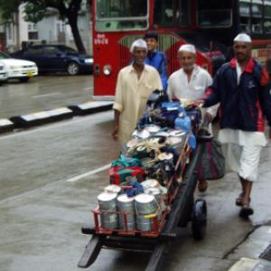 Now, Mumbai's dabbawalas to deliver Flipkart products!