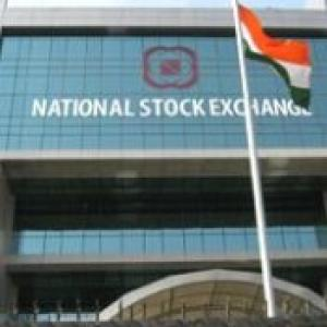 Nifty crashes 900 pts; Blames broker for bad orders