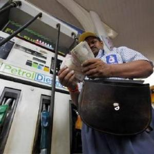 Crude oil prices at 12-year low, yet Indians get no benefit
