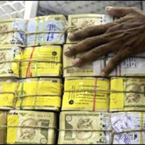 Govt may shift cash hoard to commercial banks