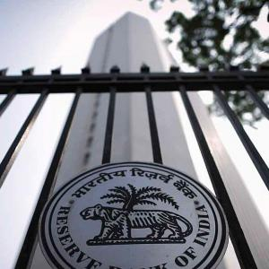 Bank licence to corporate houses: FinMin proposes, RBI disposes