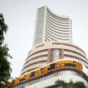 Sensex gains over 400 points; IT majors lag