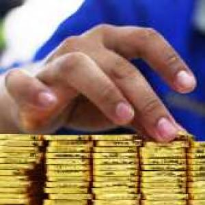 Reliance Capital becomes first co to suspend gold sales