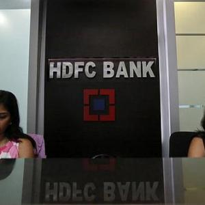 Axis, HDFC Bank to charge you for more than 5 ATM transactions