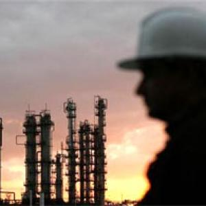 Indian oil cos expect under-recovery to halve in FY14