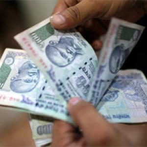 Rupee gains on overseas flows, lack of RBI intervention