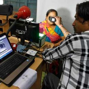 Govt to give statutory status to Aadhaar