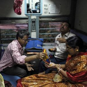 Enjoy home-cooked local food in trains soon!