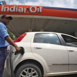 India will sell 10% stake in top state-run refiner Indian Oil Corp