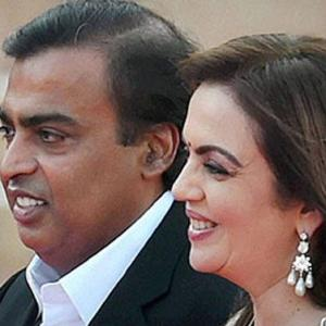Top 10 super rich who make India proud