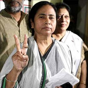 Mamata woos investors, says Bengal favourable for industries