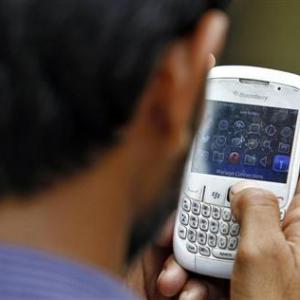 'Spectrum payment to push up telcos' debt to Rs 3.5 lakh cr'