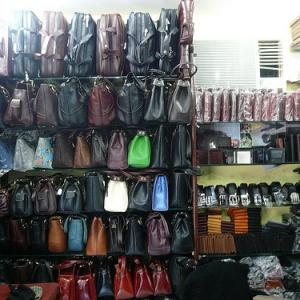 Cash crunch pain hits Dharavi's leather goods hub