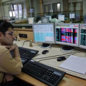 Markets fall for 6th straight session; Sun Pharma dips 2%