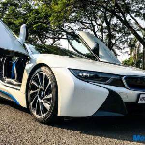 BMW i8 goes 0-100 km in just 4.4 seconds!