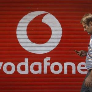 Big trouble for Jio, Airtel, as Vodafone, Idea talk merger