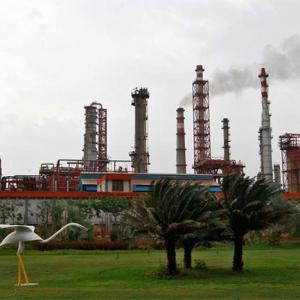 Rs 86,000-cr Essar Oil-Rosneft deal cleared