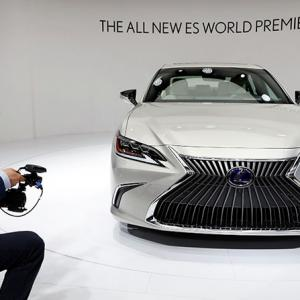 PHOTOS: Electrifying beauties at China auto show