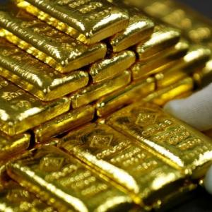 Gold imports dip 7% in Apr-Nov to $20.57 bn