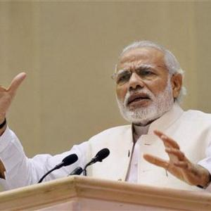 Modi promises bonanza to traders if re-elected