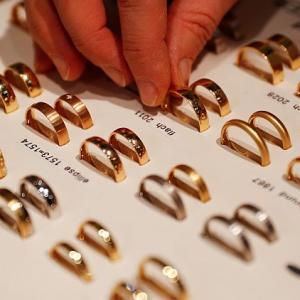 Jewellers re-start monthly deposit schemes