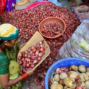As Maharashtra kisans protest, onion prices soar again