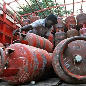 Price of non-subsidised LPG cut by Rs 162.50/cylinder