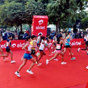 Voda, Airtel take on Rel Jio in exchanges, fight is on