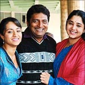 Prakash Raj to direct Abhiyum Naanum in Kannada