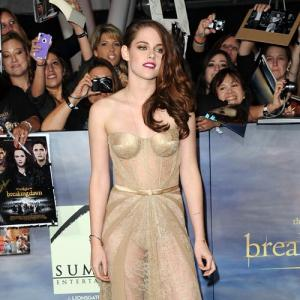 Kristen Stewart to sell dress for Sandy relief