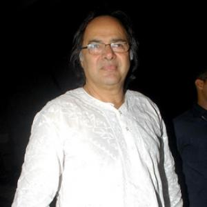 Actor Farooque Sheikh dies of heart attack in Dubai
