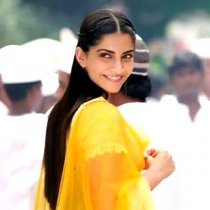 Sonam Kapoor: I am very romantic in real life