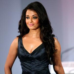 Aishwarya's HOTTEST ramp appearance? VOTE!