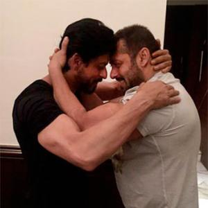 PIX: Shah Rukh and Salman hug AGAIN!
