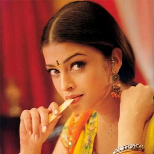 Aishwarya's 10 unique JAZBAAS!