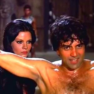 Quiz: In which film did Bobby Deol play his dad Dharmendra's childhood role?