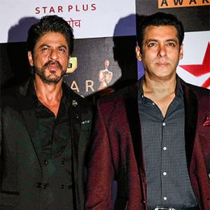 PIX: Shah Rukh, Salman rock the Screen Awards