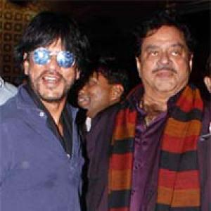 PIX: Shah Rukh, Shatrughan Sinha return from New Year holiday!