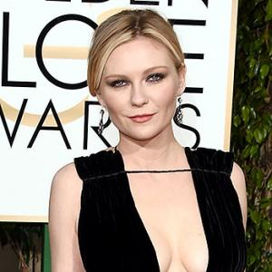 Golden Globes 2016: Kirsten Dunst, Jennifer Lawrence on the red carpet
