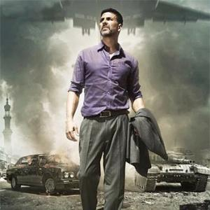 Airlift Review: Akshay is impressive