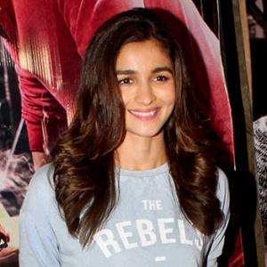 PIX: Alia, Sonam, Parineeti watch Ki & Ka