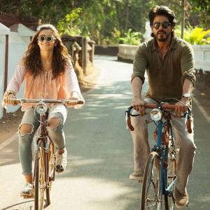 Lessons from Bollywood: How to cycle!