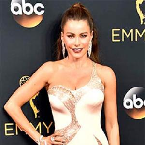 Emmy 2016: Sofia Vergara, Kristen Bell rock the red carpet