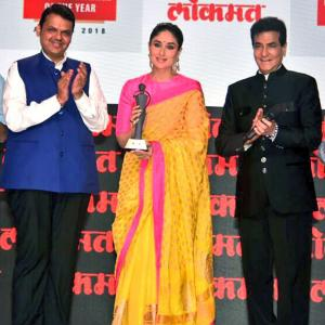 PIX: Kareena, Akshay receive awards
